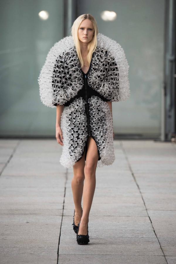 iris-van-herpen-3d-printed-garments-fashion-week-16